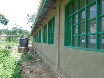 Réservoir d'eau du centre de santé de Kabweke en RDC