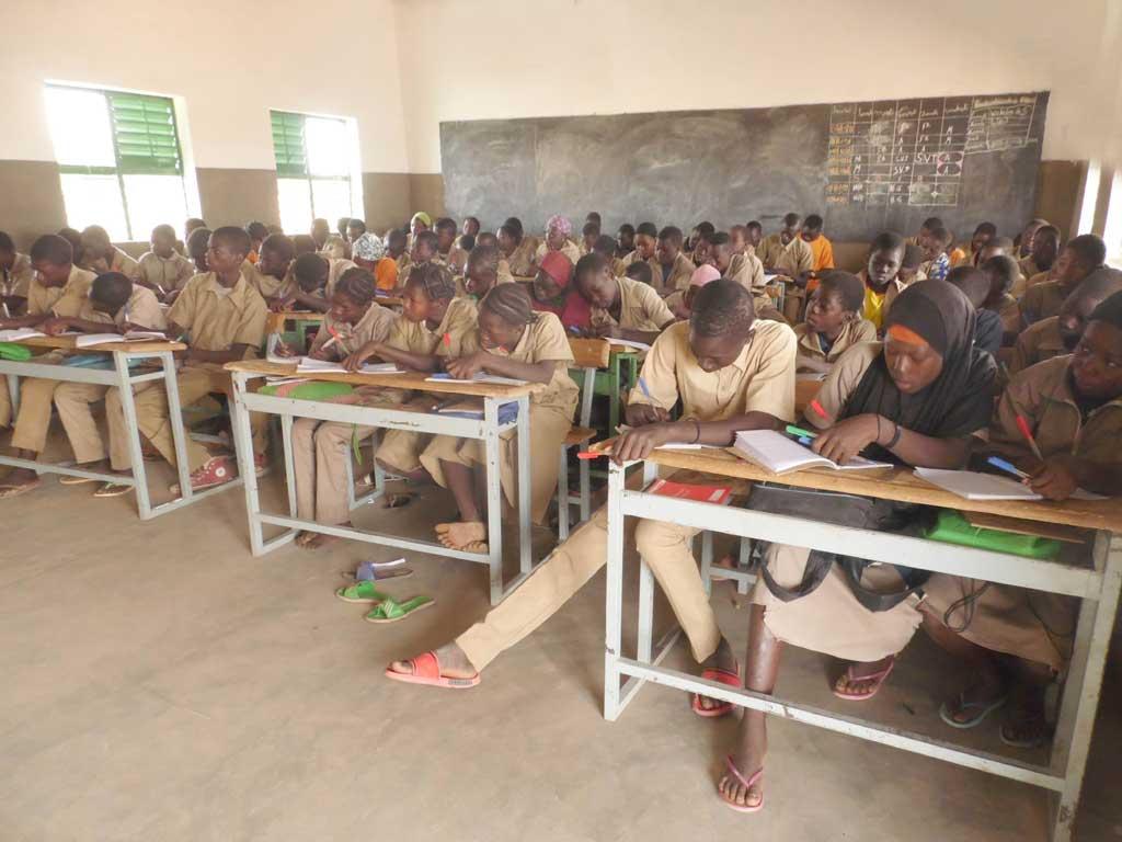 Classe de 4ème du Collège d'Enseignement Général de Guiè au Burkina Faso