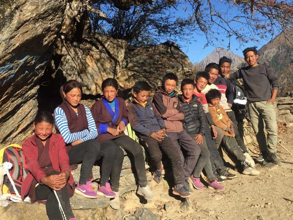 Enfants tibétains de Ting Kyu futurs collégiens à Katmandou au Népal.