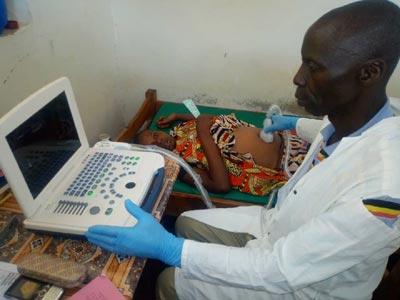 Echographie à la maternité de Vutule en RD du Congo