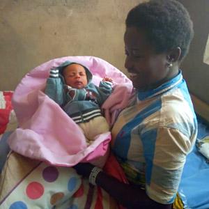 Premier bébé né à la maternité de Vutule, au Nord Kivu en RD Congo
