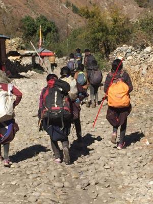 Trek des futurs collégiens dans le Haut Dolpo au Népal