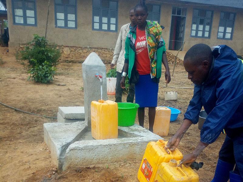Adduction d'eau et borne-fontaine à Visiki au Nord Kivu, RD du Congo