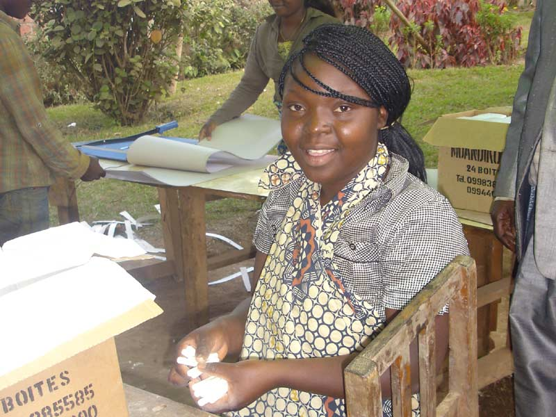 Activité génératrice e revenus en RD du Congo : fabrication et vente de bâtons de craie.
