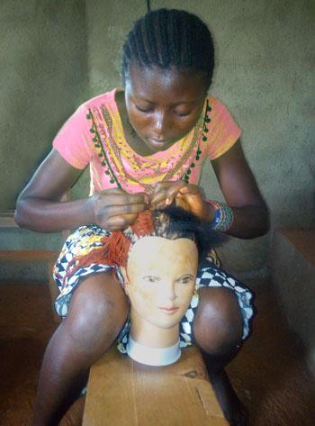 Apprentissage coiffure en tressage de cheveux