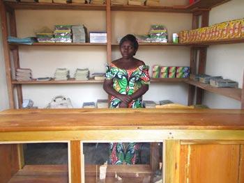 Local de la bibliothèque Vutegha réservé à la vente de fournitures scolaires