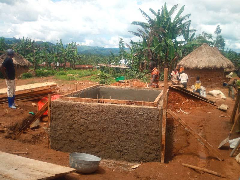 Citerne de stockage  pour la  distribution d'eau à Visiki au Nord Kivu, RD du Congo