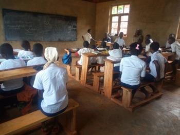 Classe du centre de rattrapage scolaire de Mangina au Nord Kivu, RD du Congo