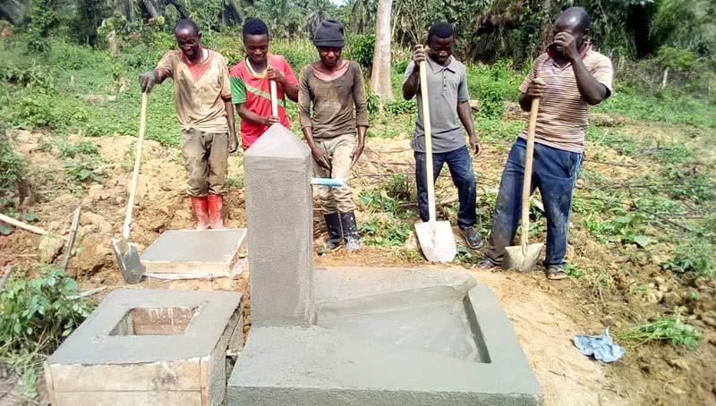 Construction d'une borne-fontaine à  Visiki au Nord Kivu, RD du Congo