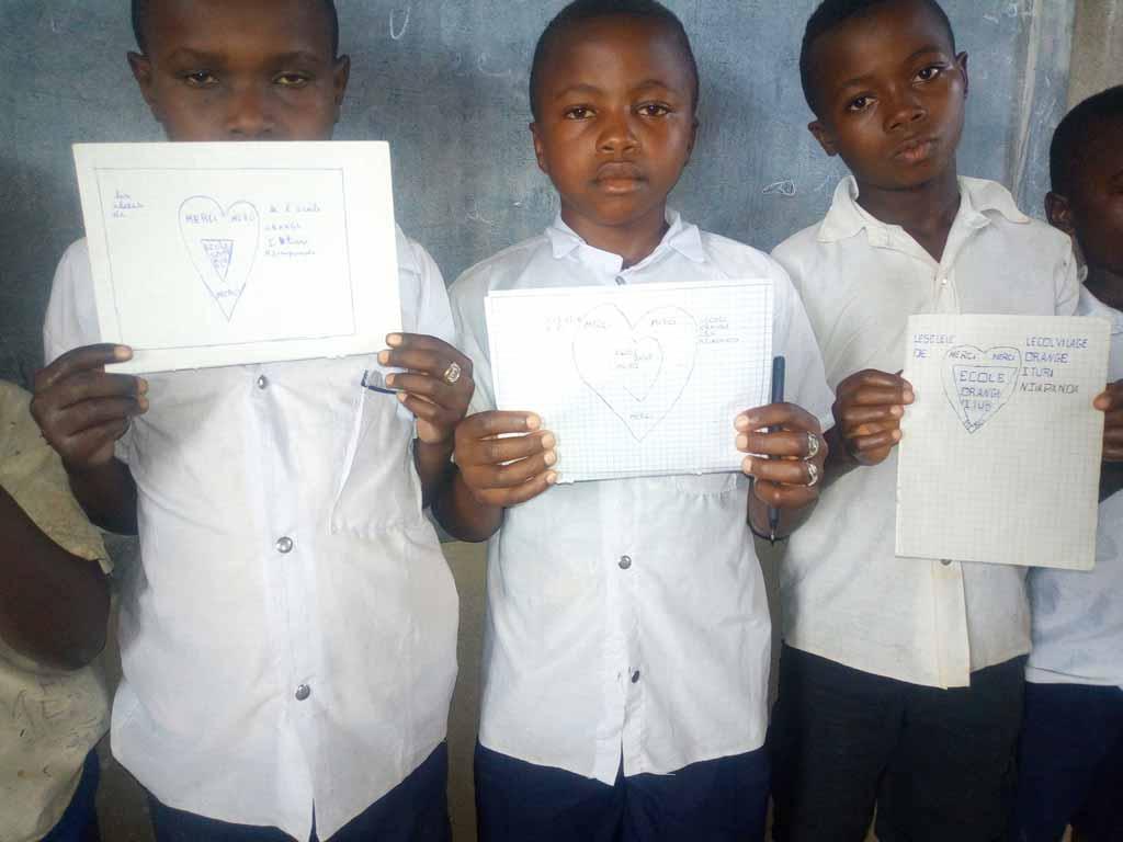 Remerciements des enfants de l'école de Njiapanda-Bella en Ituri, RDC
