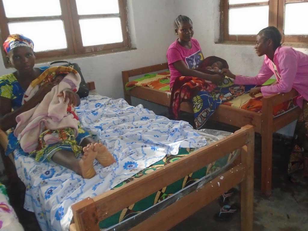 Patientes hospitalisées à la maternité de Kabweke en RD du Congo