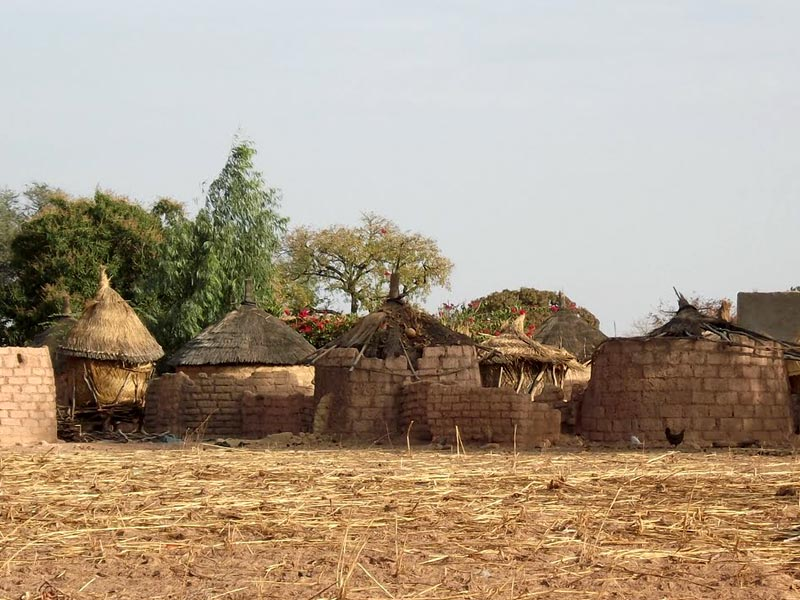 Greniers à grains de la région de Guiè au Burkina Faso