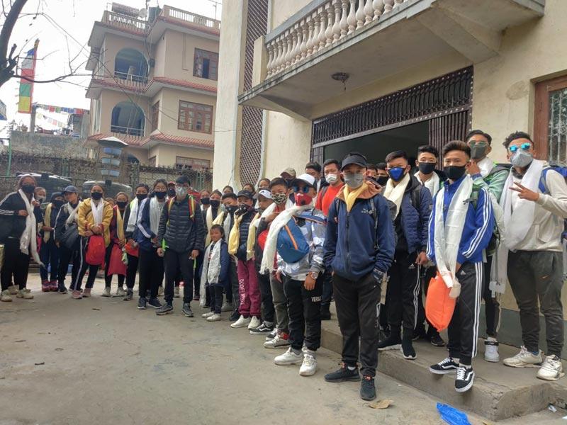 Les collégiens pensionnaires à Katmandou prêts à remonter dans leur village du Haut Dolpo