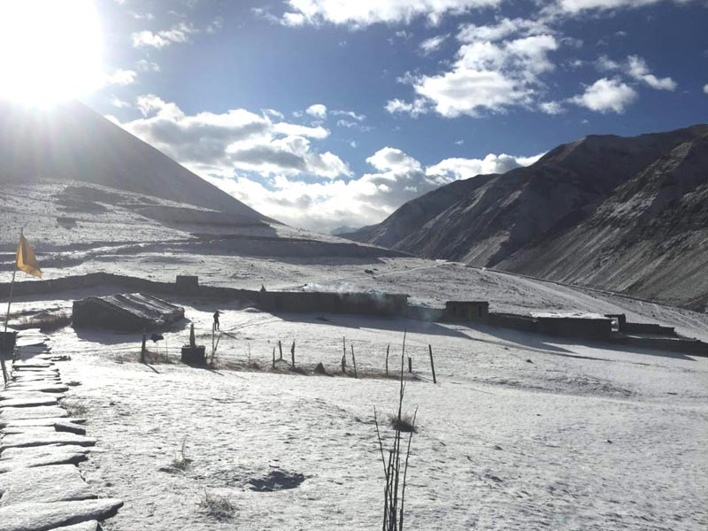 La Siddartha Kula Basic School sous la neige - Haut Dolpo, Népal