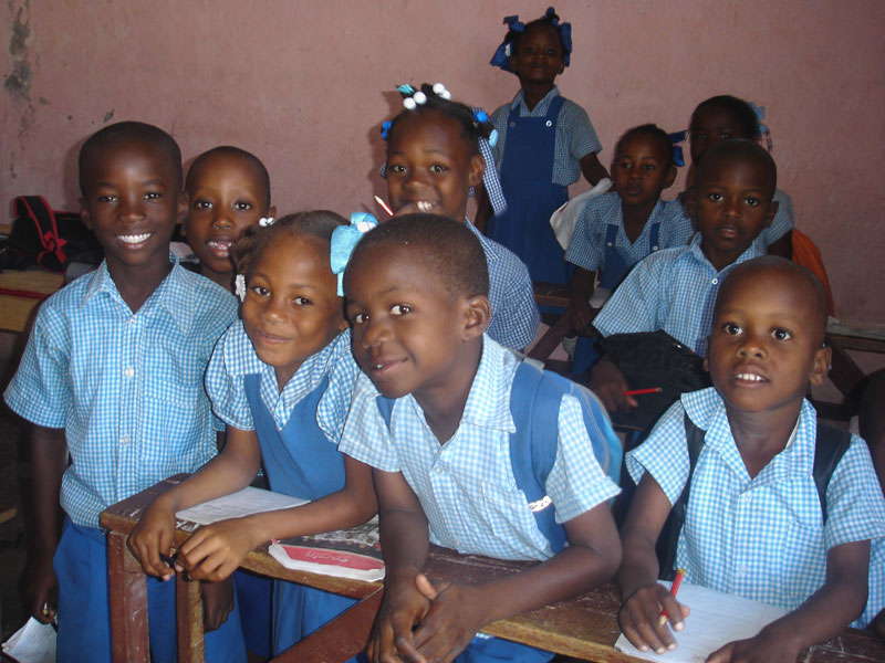 Enfants scolarisés à l'école St Alphonse de La Plaine-Fourgy en Haïti