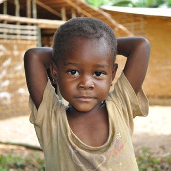 Enfant Pygmée Bagyeli en attente de parrainage au Cameroun