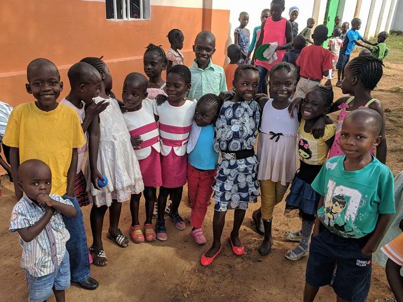 Enfants orphelins et enfants abandonnés recueillis au Village d'Enfants Bumi de Karavia en RD du Congo