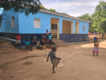 La Maison bleue du Village d'Enfants Bumi de Karavia accueille les garçons plus jeunes