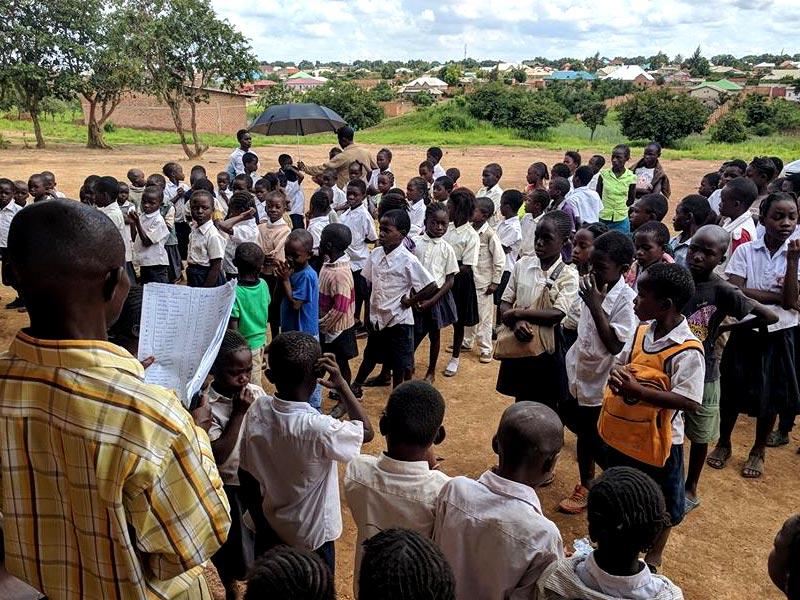 Rentrée scolaire pour les enfants de l'école Bumi de Karavia, RD du Congo