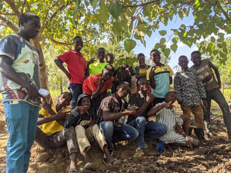 Les plus âgés des enfants des rues et orphelins hébergés au Village d'Enfanst Bumi de Karavia à Lubumbashi, RD du Congo.
