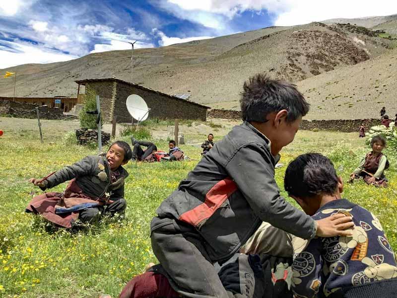 Les élèves de Ting Kyu au Népal en récréation