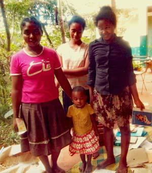 Orphelines confinées à l'orphelinat d'Antalaha à Madagascar