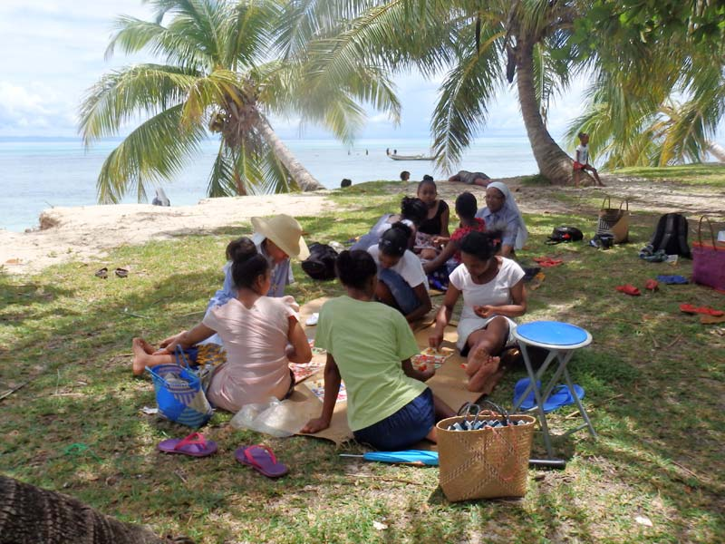 Pique-nique organisé pour les enfants de l'orphelinat de l'Ile Ste Marie à Madagascar