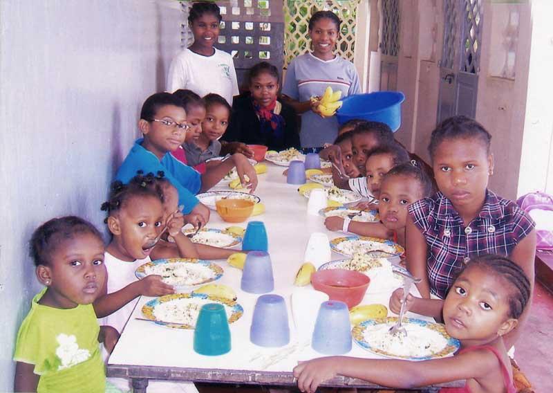 Le réfectoire de l'orphelinat des Soeurs Filles de Marie de Majunga à Madagascar