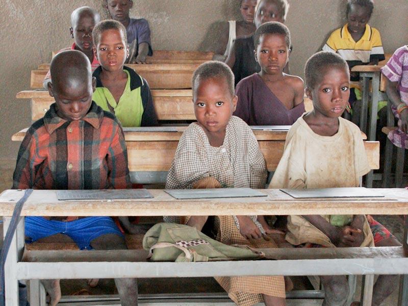 Elèves de la classe de CP de l'école de Kouila au Burkina Faso