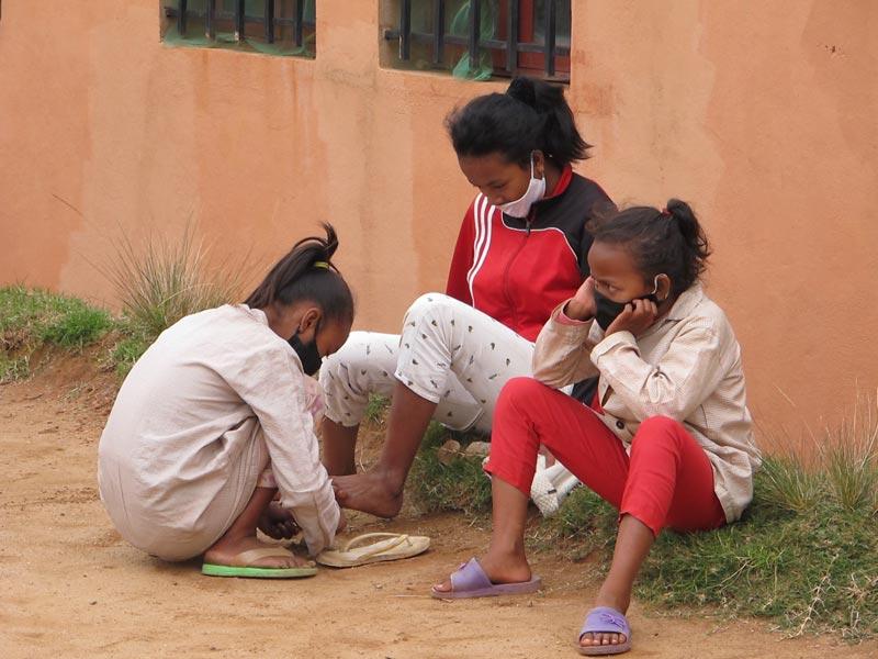 Le masque est de rigueur pour les élèves de l'école Akany Aina à Madagascar.