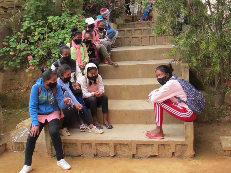 Les élèves de l'école Akany Aina à Madagascar portent tous un masque en raison de l'épidémie de Covid.