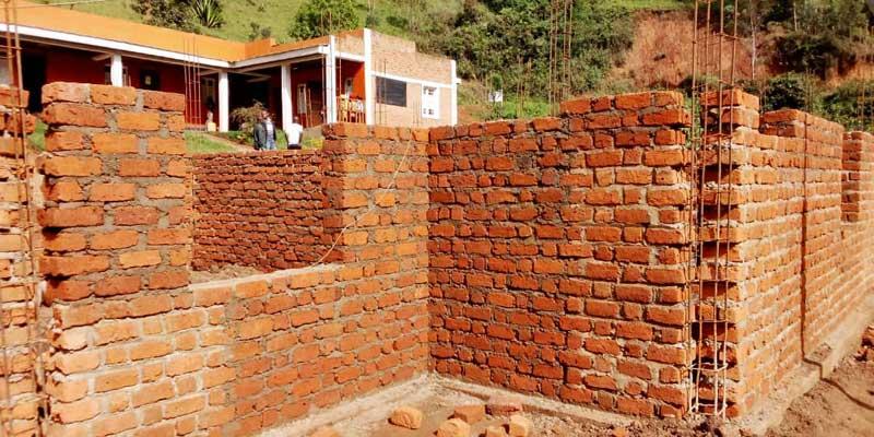 Elévation des murs de la maternité du Centre Hospitalier de Mudusa au Sud Kivu, RD du Congo