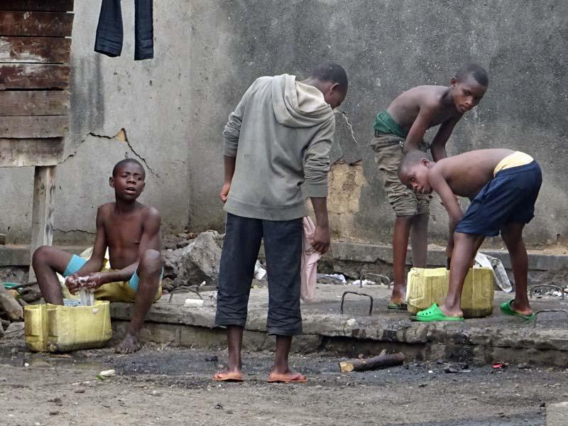 Enfants des rues de Gisenyi au Rwanda