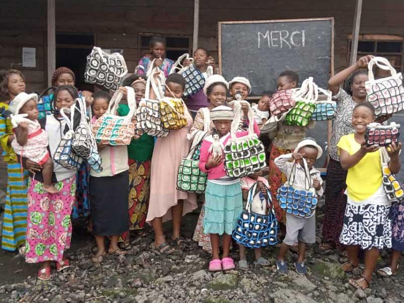 Formation à la fabrication de sacs et autres objets avec des sacs plastique recyclés.