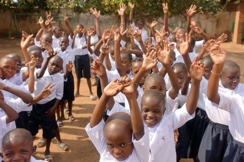 Des enfants heureux de retourner à l'école Bumi, Lubumbashi, RD du Congo