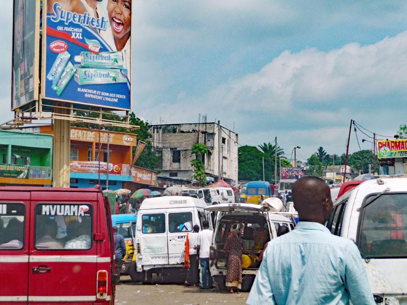 Trafic routier au rond-point Ngaba à Kinshasa