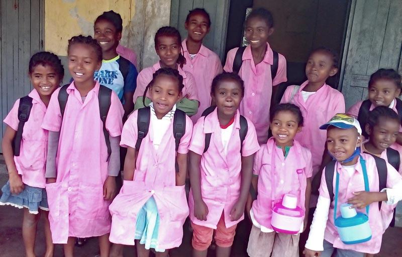 Rentrée scolaire pour les enfants de l'orphelinat de Sambava à Madagascar