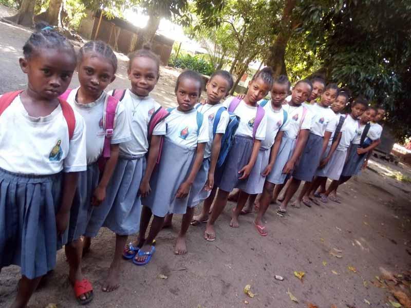 Rentrée scolaire pour les enfants de l'orphelinat d'Amboangibé à Madagascar