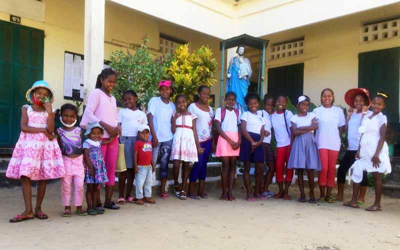 Rentrée scolaire pour les enfants de l'orphelinat d'Antalaha à MAdagascar