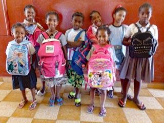Rentrée scolaire pour les enfants de l'orphelinat de Majunga à Madagascar