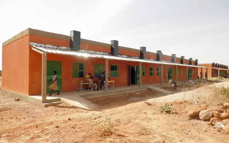 Le collège de Guiè au Burkina Faso comprend 8 classes réparties dans deux blocs pédagogiques.