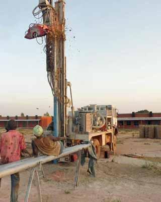Essai de forage pour le collège de Guiè au Burkina Faso