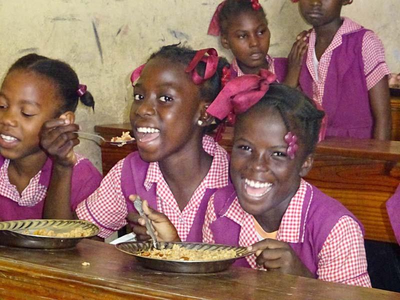 Cantine scolaire de l'école St Alphonse à Cité soleil en Haïti