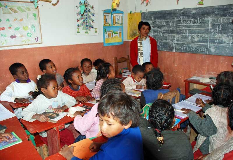 Classe de CP du Centre Akany Aina en 2005 dans le logement du Couple fondateur Aimé et Hary