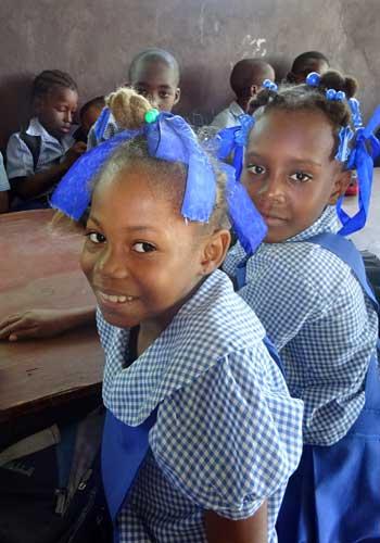 Elèves de l'école St Alphonse de Fourgy en Haïti