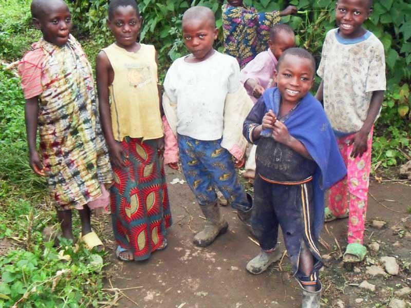 Enfants de familles très vulnérables au Rwanda, Cyanzarwe dans la région de Gisenyi