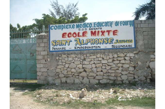 Portail d'entrée de l'école St Alphonse de Fourgy en Haïti