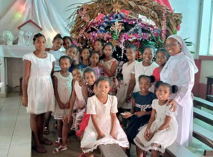 Fête de Noël pour les enfants de l'orphelinat d'Amboangibé à Madagascar