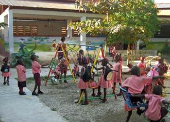 La section préscolaire de l'école St Alphonse dans le bidonville de Cité Soleil en Haïti.