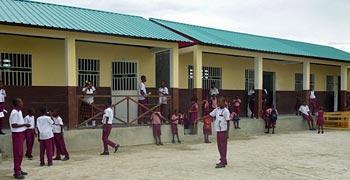 Les classes du primaire de l'école St Alphonse à Cité Soleil en Haïti